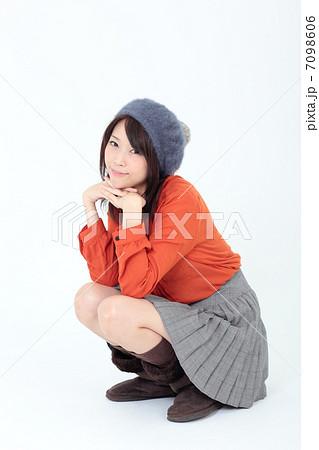 若い女性 ファッション 7098606