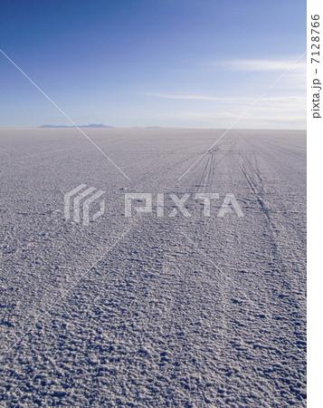 ウユニ塩湖 7128766