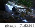 雨霧の菊池渓谷 四十三万滝 7162894