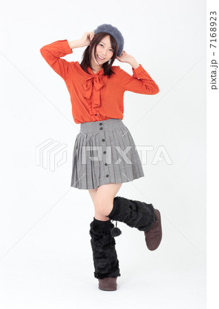 若い女性 ファッション 7168923