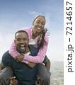男女 カップル 二人の写真 7214657