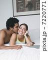 男女 人間 カップルの写真 7220771