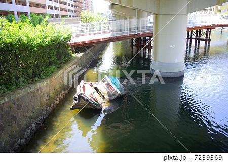 横浜市神奈川区の入江川第2派川(子安運河)の風景 7239369