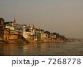 ガンジス川の朝 7268778