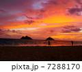 サンライズ ラニカイビーチ 夜明けの写真 7288170