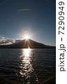 山中湖からのダイヤモンド富士 7290949