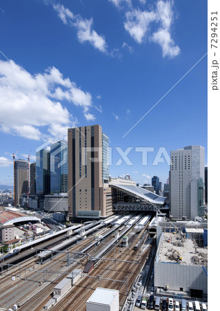 グランフロント大阪と大阪駅 7294251