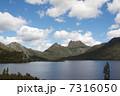 ダブ湖とクレイドルマウンテン 7316050