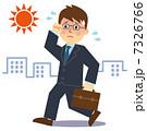 ビジネスマン夏暑い歩く 7326766