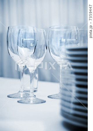 glass goblets and plates on the tableの写真素材 [7359447] - PIXTA