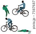 轢き逃げする自転車 7387687
