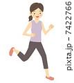 ジョギングする女性 7422766