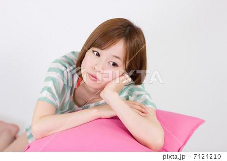 思いふける女性(ほおづえ) 7424210