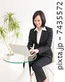 ビジネスウーマンイメージ 7435572