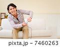 テレビゲーム 男性 ゲームの写真 7460263