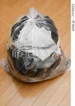衣類ゴミ 7476925