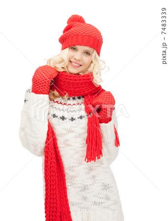 beautiful woman in hat, muffler and mittensの写真素材 [7483339] - PIXTA