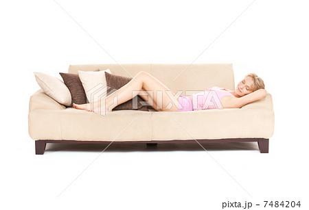 sleeping woman on sofaの写真素材 [7484204] - PIXTA