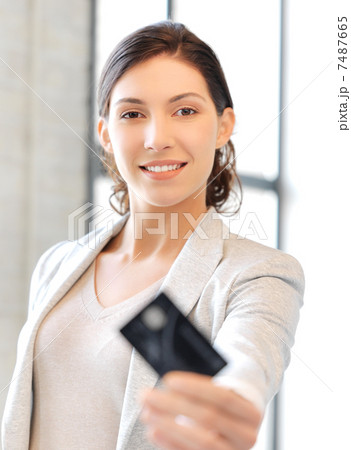 happy woman with credit cardの写真素材 [7487665] - PIXTA