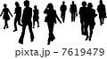 通行人 歩行者 シルエットのイラスト 7619479