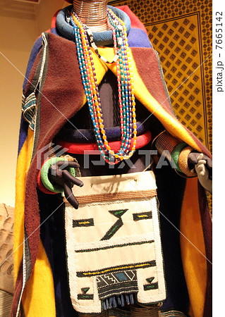 南アフリカ・ンデベレ族の民族衣装 7665142