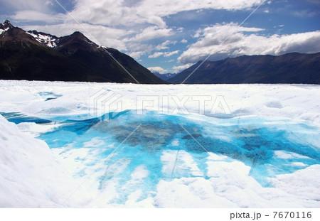 ペリトモレノ氷河の青い湖 7670116