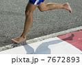 Closeup of a runners feet barefoot running 7672893
