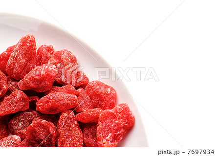 ドライフルーツ 白い皿とイチゴ 7697934