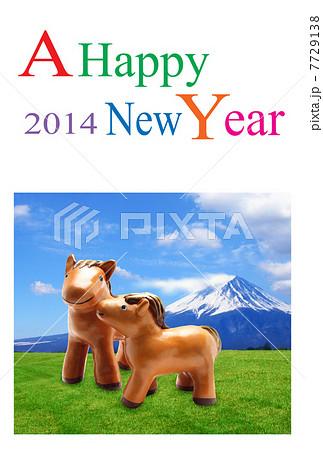 馬年(午年) 年賀状|富士山と仔馬の親子 2014年 草原 縦 7729138