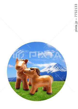 馬年賀状 (透明 丸窓付き) 午年 年賀状 | 富士山と放牧の馬の親子 7732133
