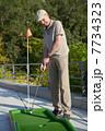ミニゴルフ 男 男性の写真 7734323