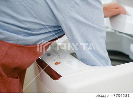 洗濯機と主婦 7734581