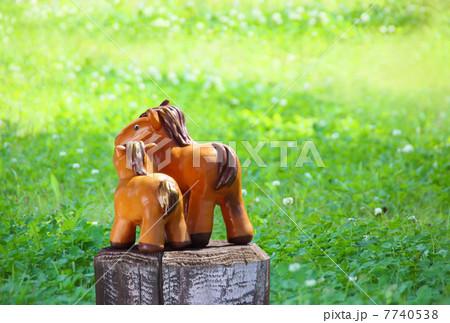 草原の馬の親子 2014年 午年 年賀状 横 7740538