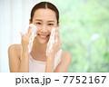 洗う 洗顔 女性の写真 7752167