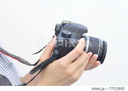 カメラを持つ手