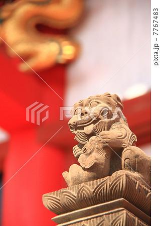 4月沖縄 首里城正殿前高欄の石獅子 7767483
