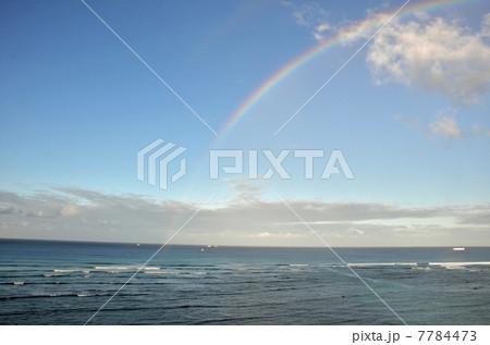 ワイキキビーチに架かる虹 7784473