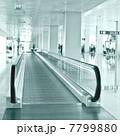 エスカレーター エレベータ 空港の写真 7799880