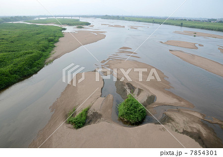 川の中州 7854301