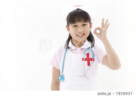 OKサインをしている女の子 7858937