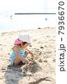 砂遊び 砂浜 海水浴の写真 7936670