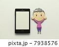 お年寄り 携帯電話 スマートフォンの写真 7938576