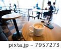 カフェで朝活 7957273