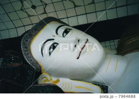 ミャンマーの寝釈迦様 7964688