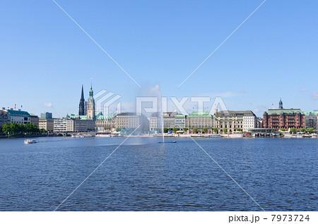 ドイツ ハンブルク旧市街とアルスター湖 7973724