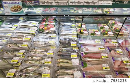 【店舗】スーパーマーケットの鮮魚売り場 7981238