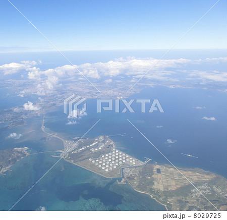 沖縄にある石油コンビナート(平安座島)の空撮 8029725