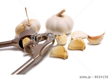 garlic on white backgroundの写真素材 [8034156] - PIXTA