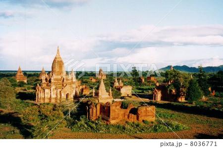 ミャンマーのバガン 8036771