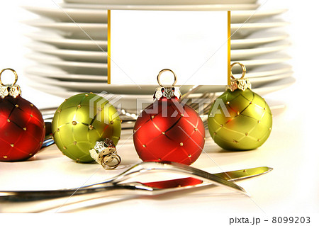 Closeup of christmas placecard holders with plates and utensilsの写真素材 [8099203] - PIXTA